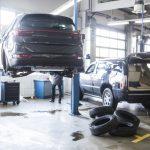 車の整備風景